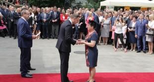 agroliga_Kazimiera Stopa odbiera gratulacje od Prezydenta RP Fot. www.topagrar.pl Grzegorz Ignaczewski