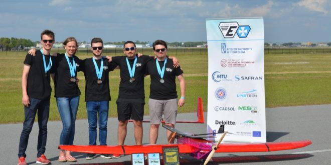 Mielczanin z medalami międzynarodowych zawodów SAE Aero Design East