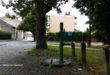 Uliczna pompa przy bezimiennym skwerze pomiędzy ul. Kilińskiego i Sobieskiego