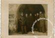 Mielczanie w bramie 1940- historia ukryta w fotografii