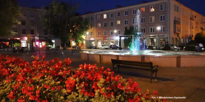 Mielecki plac AK i okolice wrześniową wieczorową porą – foto spojrzenia