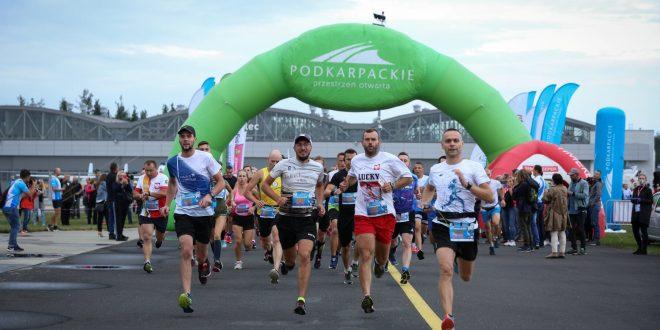 Bieg na lotnisku z okazji 550. rocznicy lokacji miasta Mielca oraz 25-lecia SSE Euro-Park Mielec [172 zdjęcia]