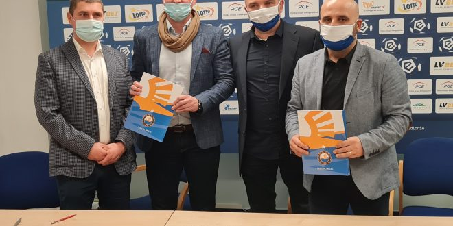 """Akademie PGE FKS Stal Mielec i Piłkarska Gminy Dębica """"Chemik Pustków"""" podpisały umowę!"""
